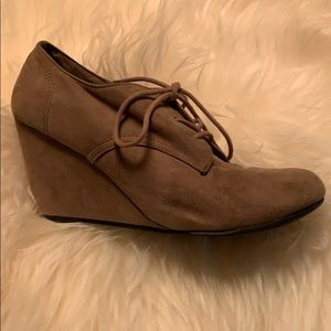 Size 9 wedge shoes